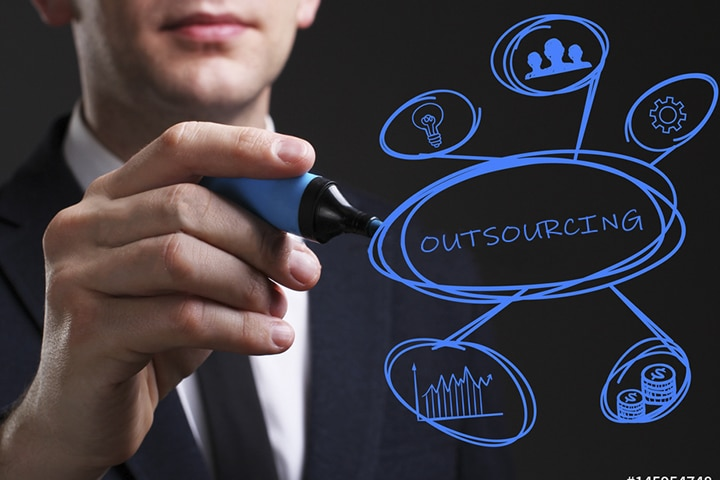 5 Major Differences Between Staff Augmentation and Regular Outsourcing