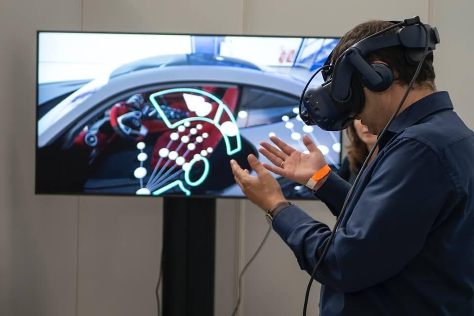 Extended Reality: Virtual Reality VS Augmented Reality VS Mixed Reality